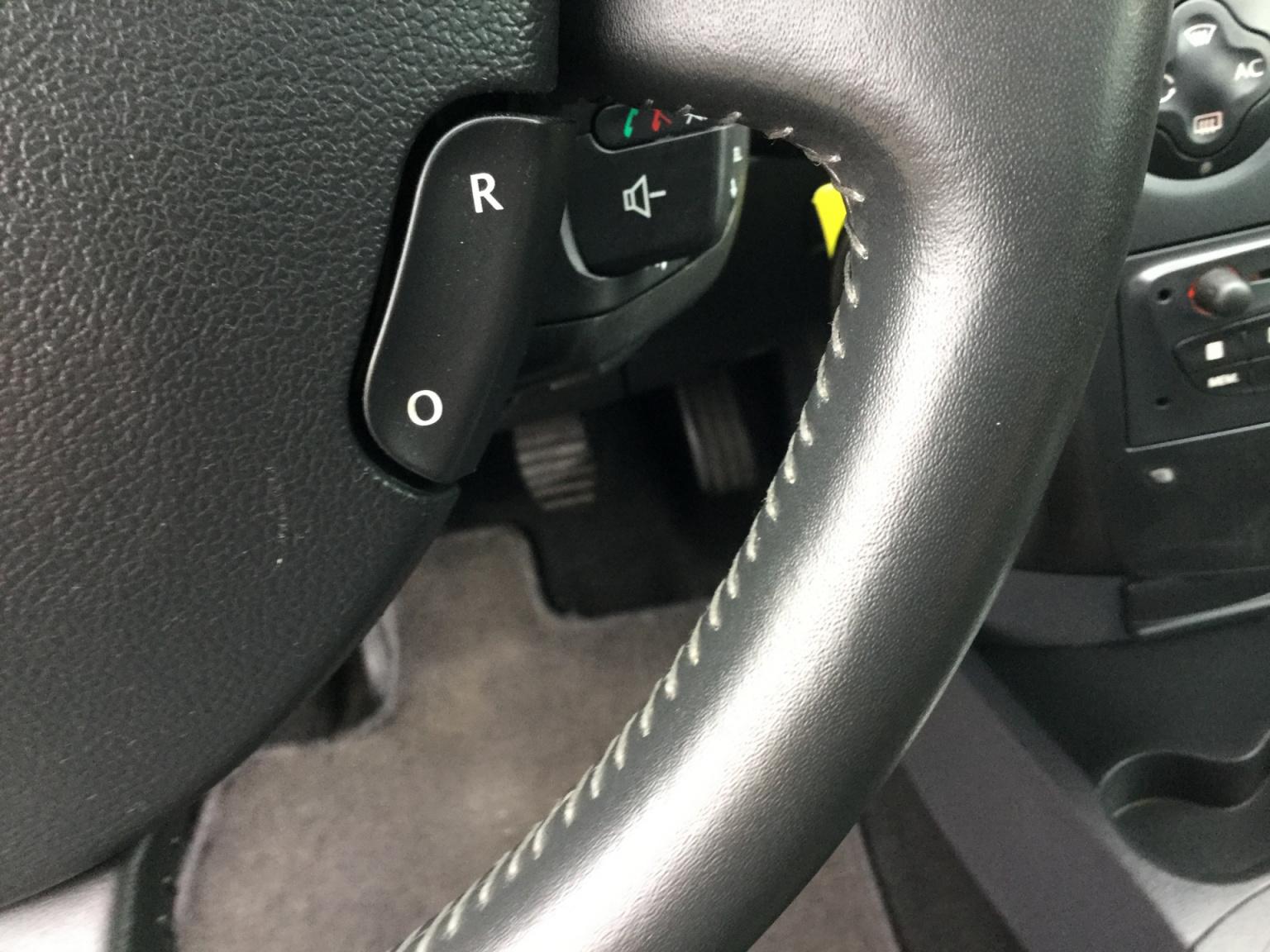 Renault-Clio-13